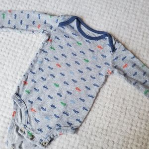 Gray long sleeve onesie with cars 6 months